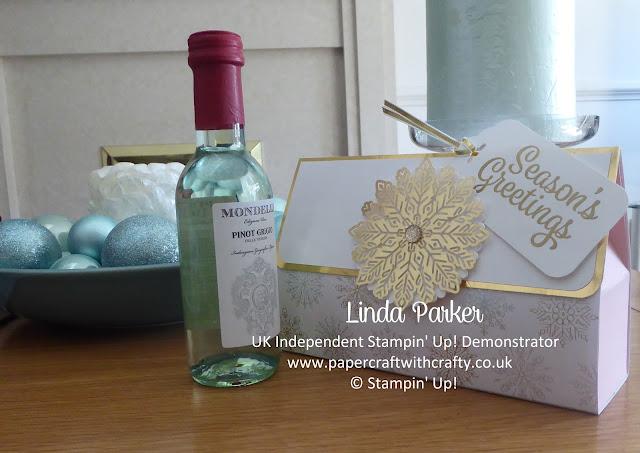 Year of Cheer, Clutch Bag Style Mini Wine Bottle Holder, Linda Parker,
