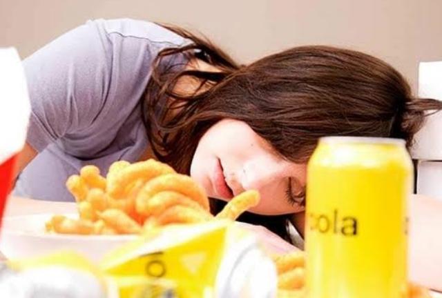 7 Bahaya Tidur Setelah Makan Bagi Kesehatan