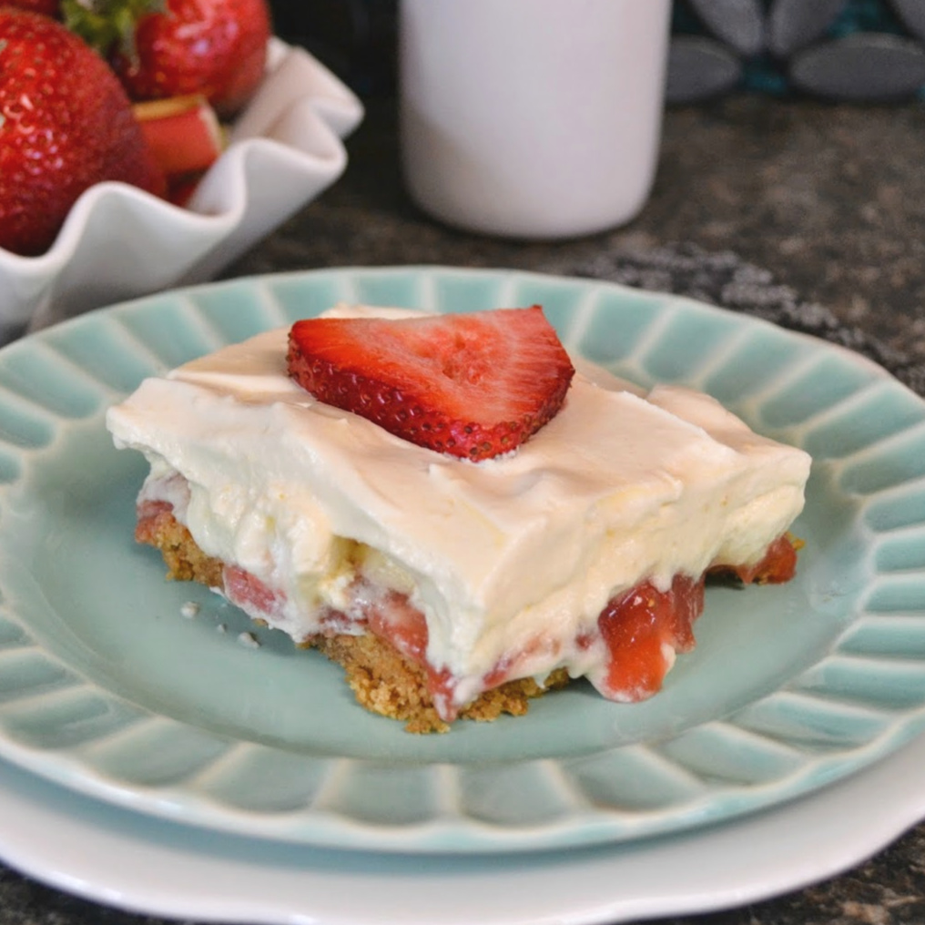 Easy and tasty spring or summer rhubarb dessert that's great for any occasion!