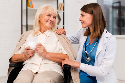 Doctora con una paciente