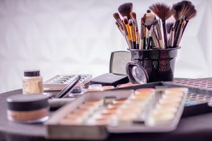 Cara Membuat Make Up Wajah Terlihat Lebih Alami