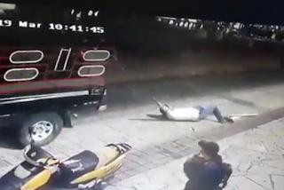 Prefeito é amarrado e arrastado por carro após deixar de cumprir promessas; veja vídeo