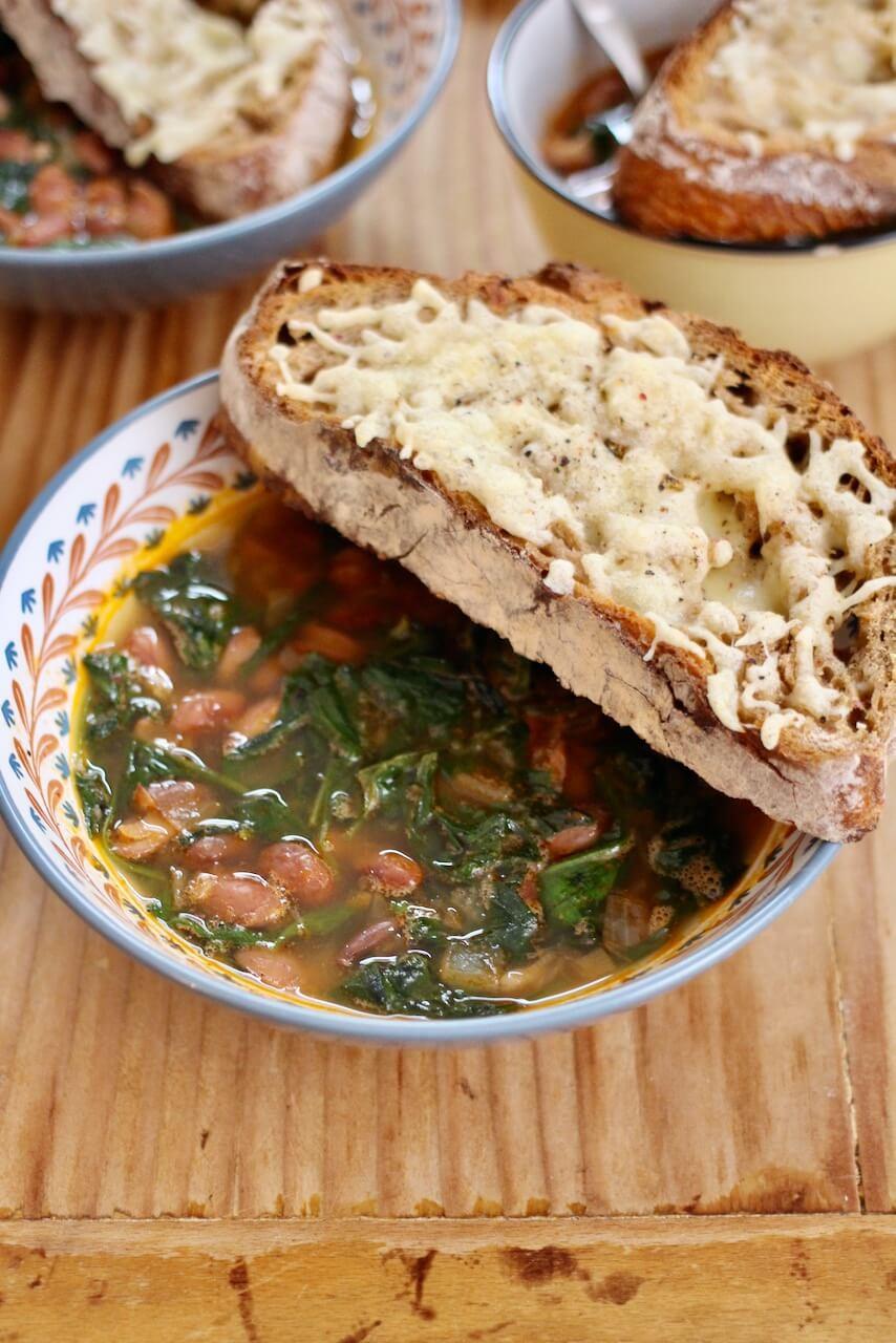 Bohneneintopf mit Spinat aus dem Ofen
