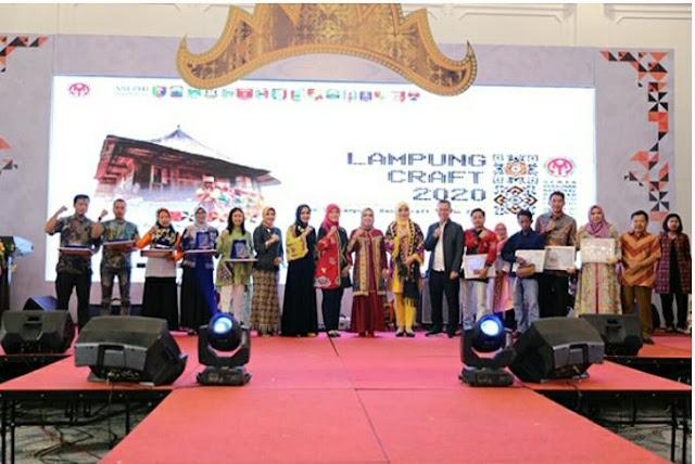 Viral Petang (16/03/2020) Bandar Lampung --- Wakil Gubernur Lampung Chusnunia Chalim menutup secara resmi Pameran Lampung Craft 2020 di Graha Wangsa pada Minggu Malam. (15/05).