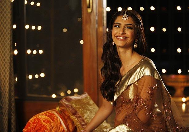 Sonam Kapoor Dresses In Aisha