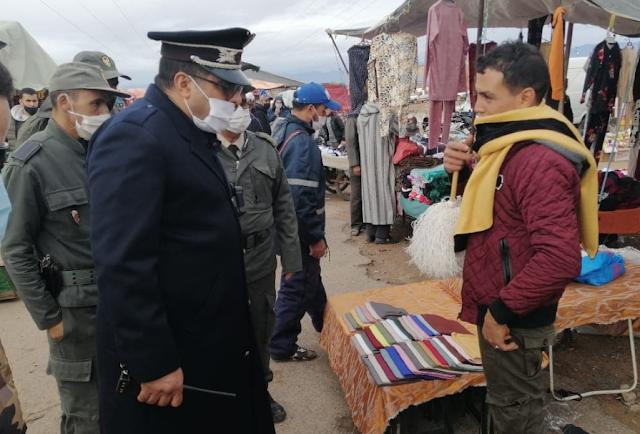 تعبئة ميدانية مستمرة للسلطات في تارودانت ، وحملة واسعة النطاق لرصد مدى التزام المواطنين بارتداء الكمامة في السوق الأسبوعي / الصور