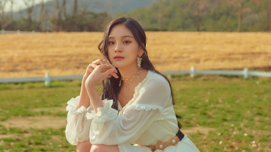 GFRIEND's Umji Deletes Photos From HYBE Insight on Instagram