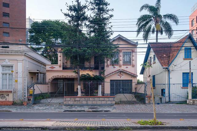 Casa na Avenida João Gualberto, em Curitiba