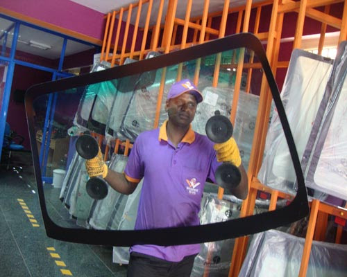 Easier Way To Remove All Cracks And Chips With Windshield Glass Repair In Noida