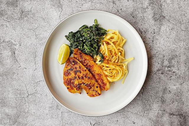 Συνταγή για Γλώσσα Ψάρι με Σπανάκι και Νούντλς