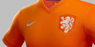 Een oranjeshirt met KNVB logo