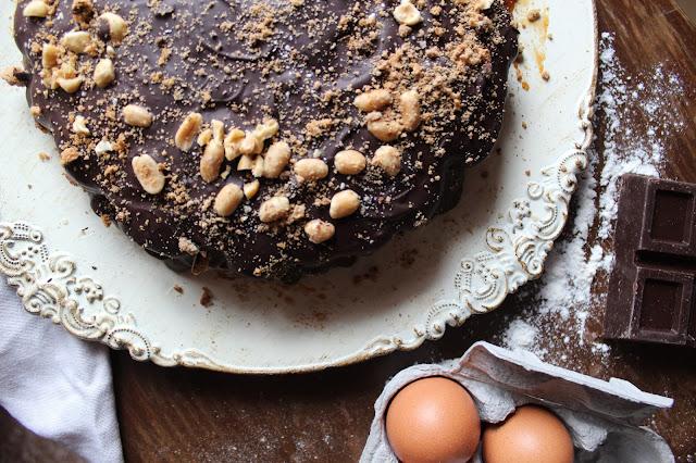 ricetta torta al caramello salato con arachidi e cioccolato