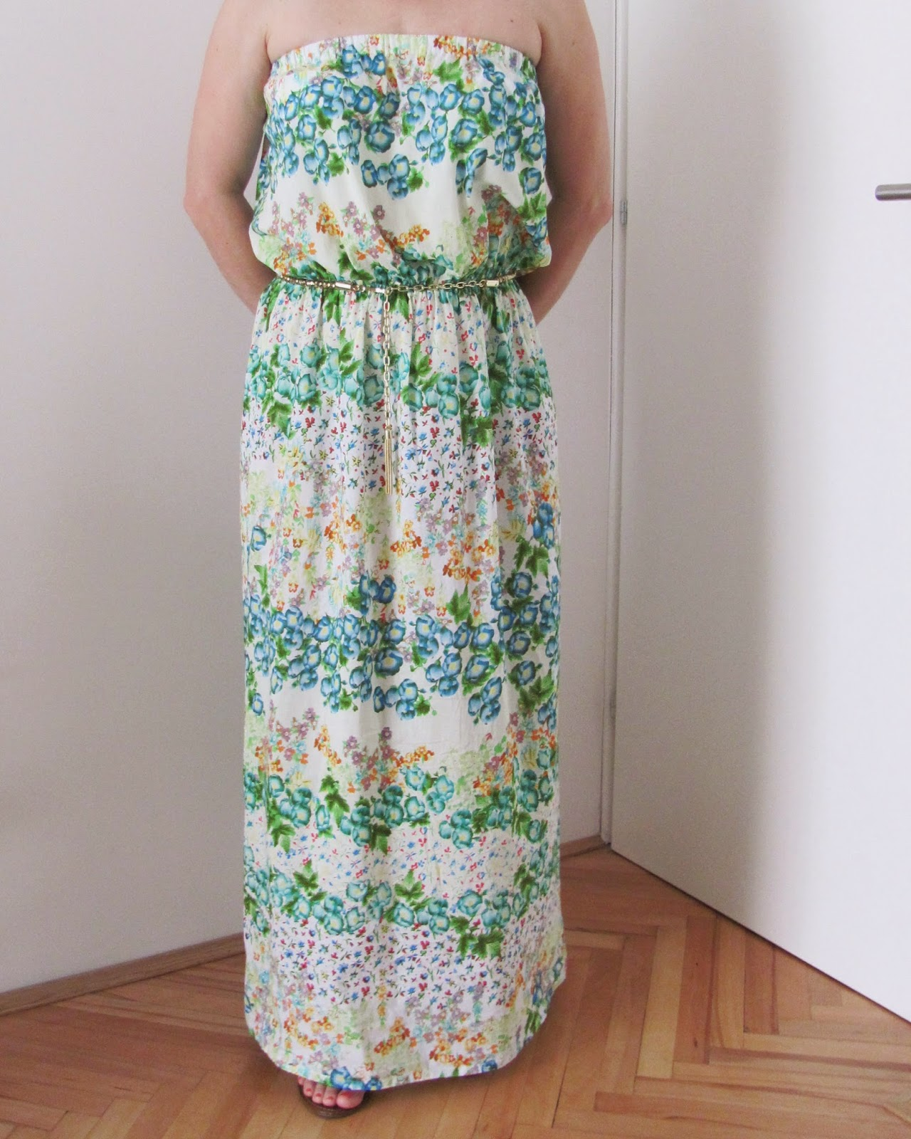 http://ladylinaland.blogspot.com/2013/09/maxi-floral-dress.html