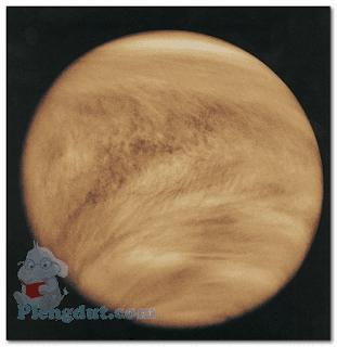 Awan kabut venus menyelimuti seluruh planet serta tidak terlihat permukaannya dari pencitraan angkasa.