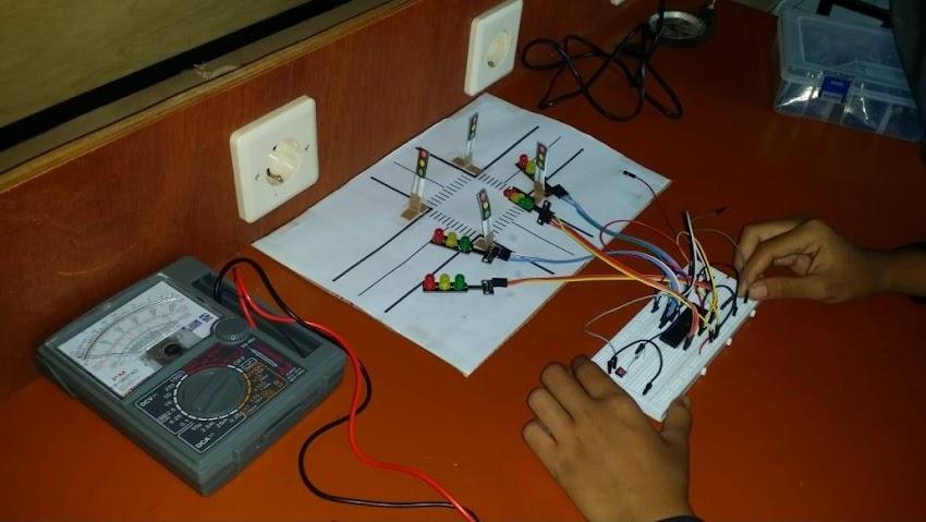 Teknik Elektronika Industri SMK Lentera Bangsa 2