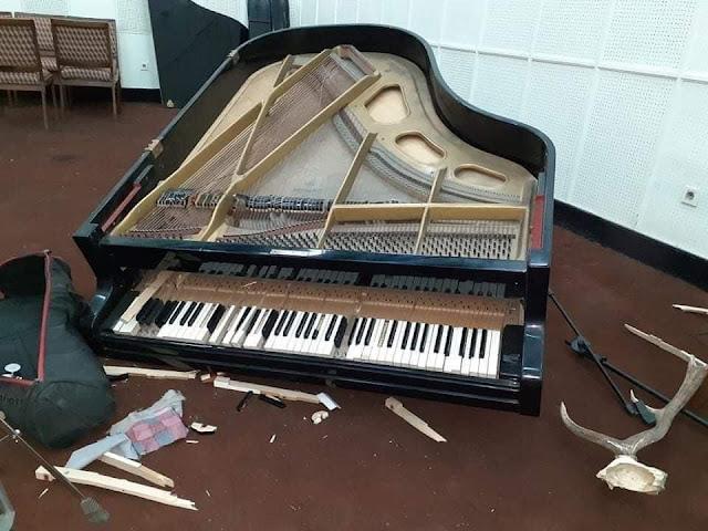 Strumenti musicali distrutti dai talebani