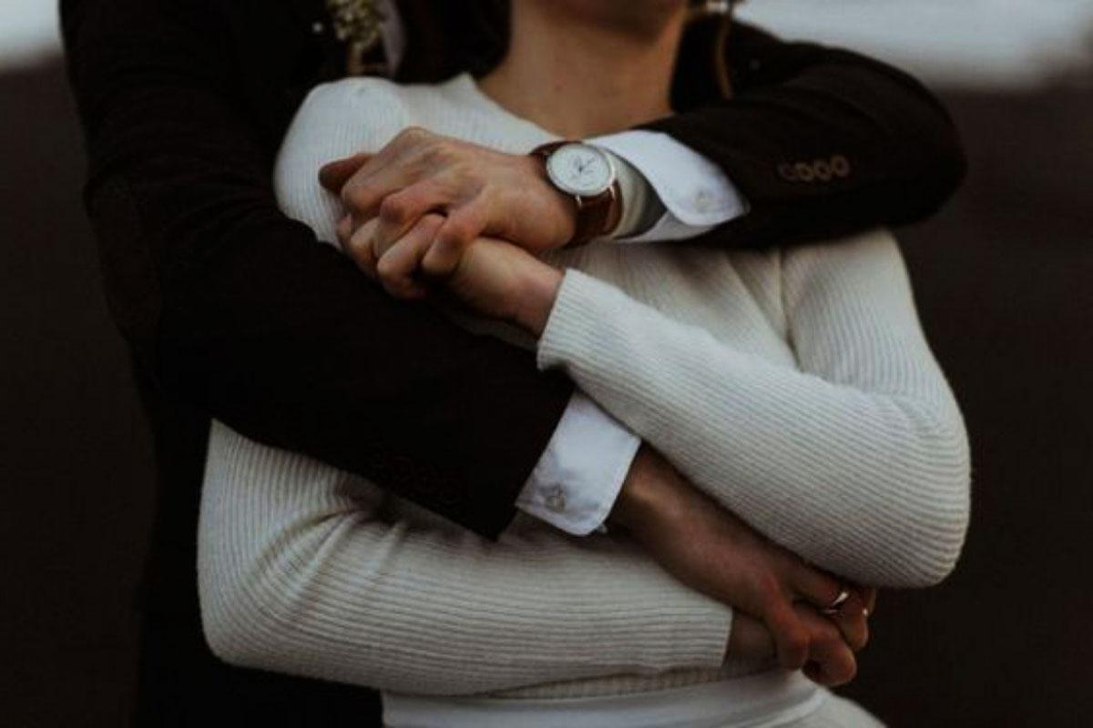 Картинки мужчина обнимает женщину со спины без лица, открытку добрый