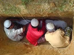 Hukum Adzan dan Iqamah Saat Menguburkan Mayit