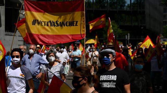 Españoles piden dimisión de Sánchez por la crisis de coronavirus