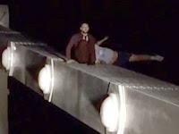 Rekaman Video Pria Terjun dari Jembatan Saat Adu Nyali