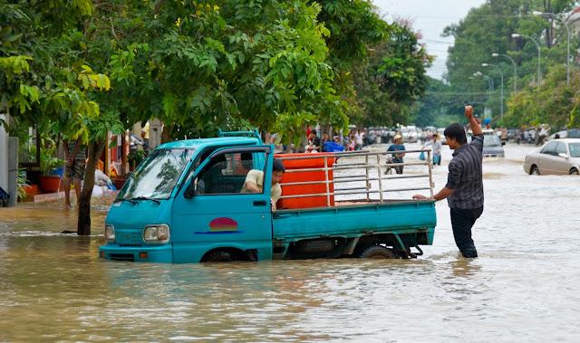 Inondations dans la province de Siem Reap. Photographie par Chris Lewis (CC)