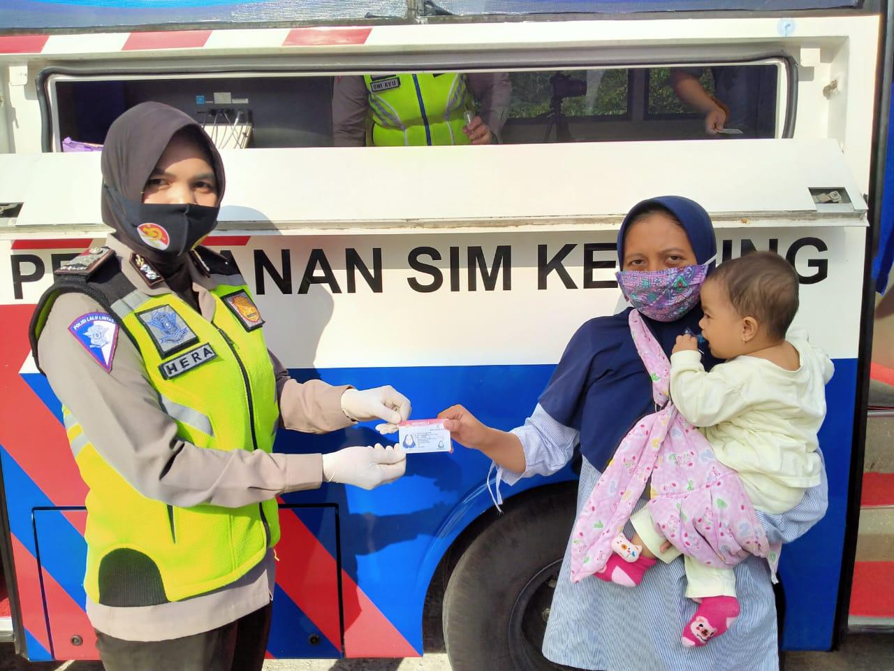 Sambut Hari Jadi Polwan ke-72, Perpanjangan SIM & SKCK Dilakukan dengan Humanis