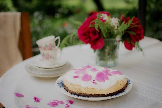 garden party table with cake and teacups:Photo by Sofia Holmberg on Unsplash