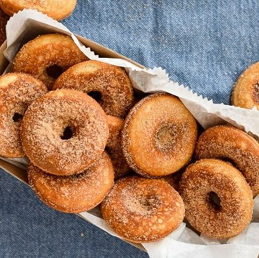 How to make a donut with cinnamon and sugar