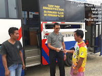 Pelayanan Sim Keliling Oleh Satuan Lalu Lintas Di Depan Kantor BRI Mariyai Kab. Sorong