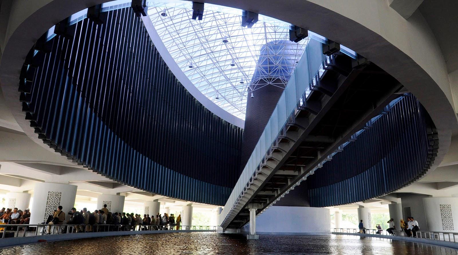 Museum Tsunami Acehyang tidak kalah menariknay dengan museum horo