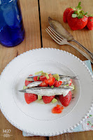 Ensalada de boquerones en vinagre con fresas y aguacate