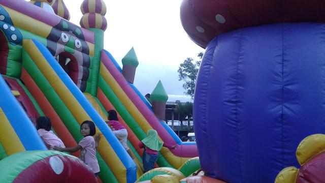Permainan Anak, Rumah Balon Raksasa yang Bikin Ketagihan