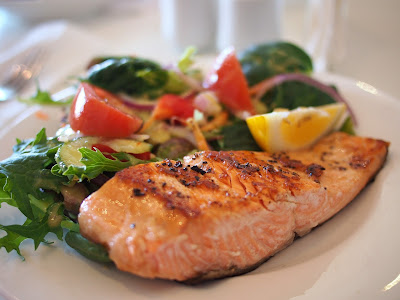 Grilled Salmon and Salad with Tomatoes, Red Cabbage, Carrots, Lemon