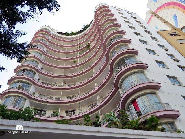 Perspectiva inferior da fachada do antigo Edifício Germaine Burchard - Centro - São Paulo