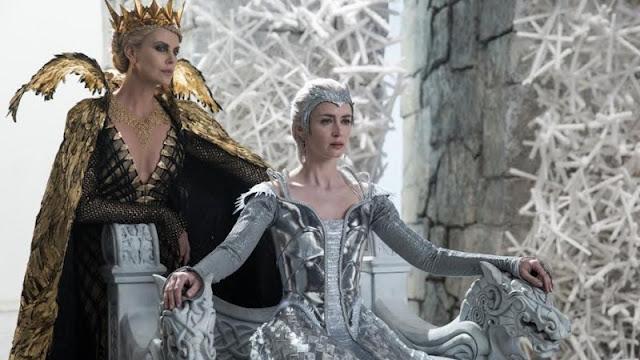 Ravenna (Charlize Theron) e Freya (Emily Blunt) figurino O caçador e a Rainha do gelo