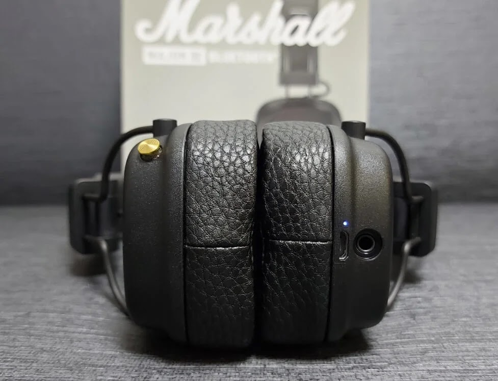 Marshall Major III Bluetooth Multi-Directional Button, LED Notification, USB Port, and 3.5mm Jack