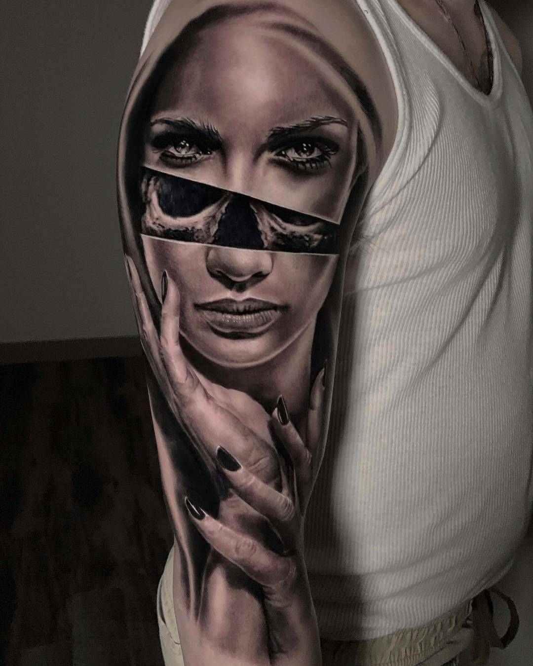 Tatuaje en blanco y negro espectacular