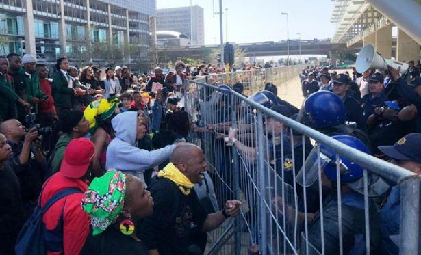 World-Economic-Forum-South-Africa-protesters
