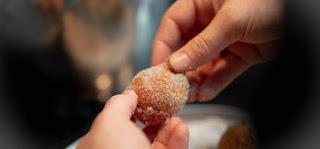 Frisches Quarkbällchen mit Zimt-Zucker
