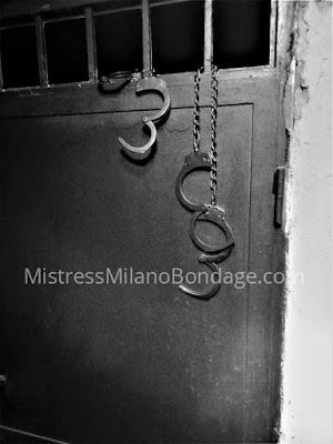 Cella di detenzione per schiavo sessioni femdom con Mistress a Milano