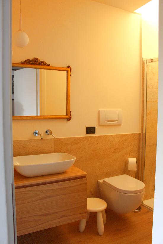 Homerefreshing homerefreshing di un piccolissimo bagno - Scaldare il bagno elettricamente ...
