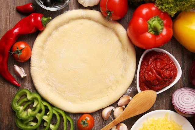 عجينة البيتزا الإيطالي