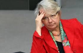 وزيرة التعليم الألمانية تستقيل بعد فضيحة سرقة أدبية في رسالتها لنيل درجة الدكتوراه