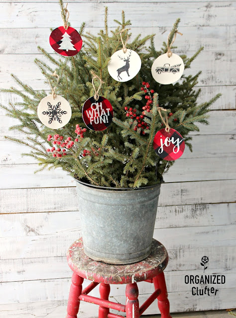 Easy DIY Fabric Stenciled Ornaments #stencil #Joannfabric #buffalocheck