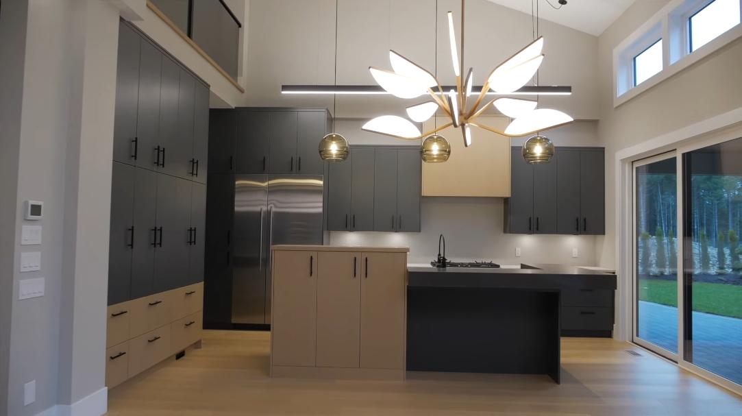 16 Interior Design Photos vs. Tour 2232 Riviera Pl, Langford, BC Luxury Home