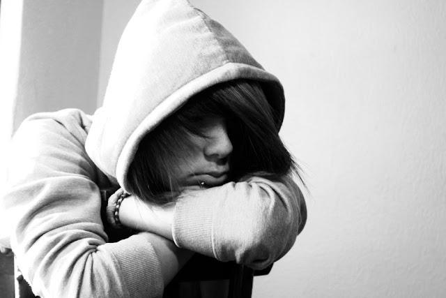 Ảnh con trai buồn khóc, hình ảnh người con trai buồn cô đơn