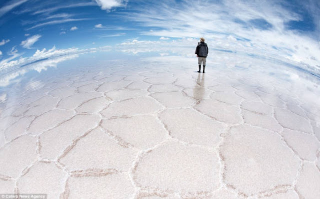 Rumah Garam Reflektif di Bolivia