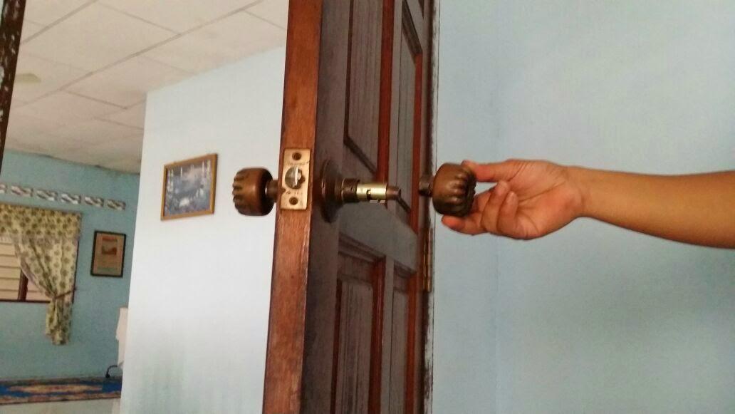 Cara tukar tombol pintu! ~ ~~~Blog AzmanHayaty~~~