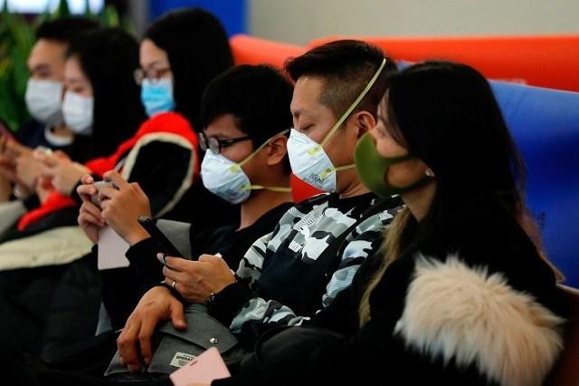 A população tem relaxado no uso de máscaras na região