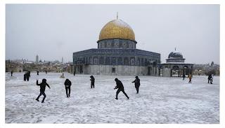 Mesjid al Aqso diselimuti salju